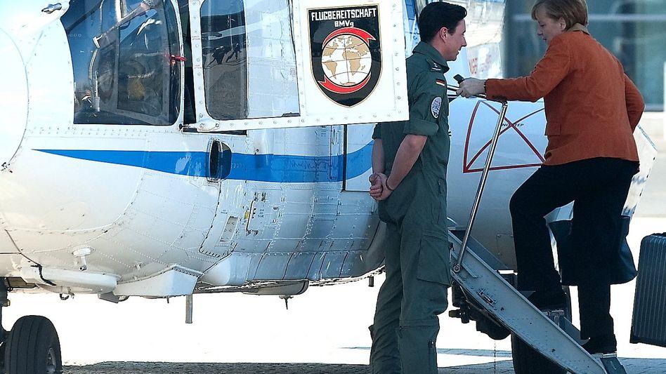 Merkel mit Hubschrauber der Flugbereitschaft