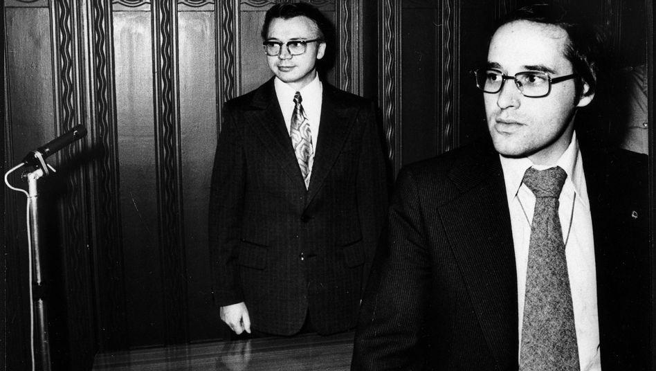 "Anwalt Gysi (r.) mit Mandant Rudolf Bahro 1978: ""Wir waren angepasst"""