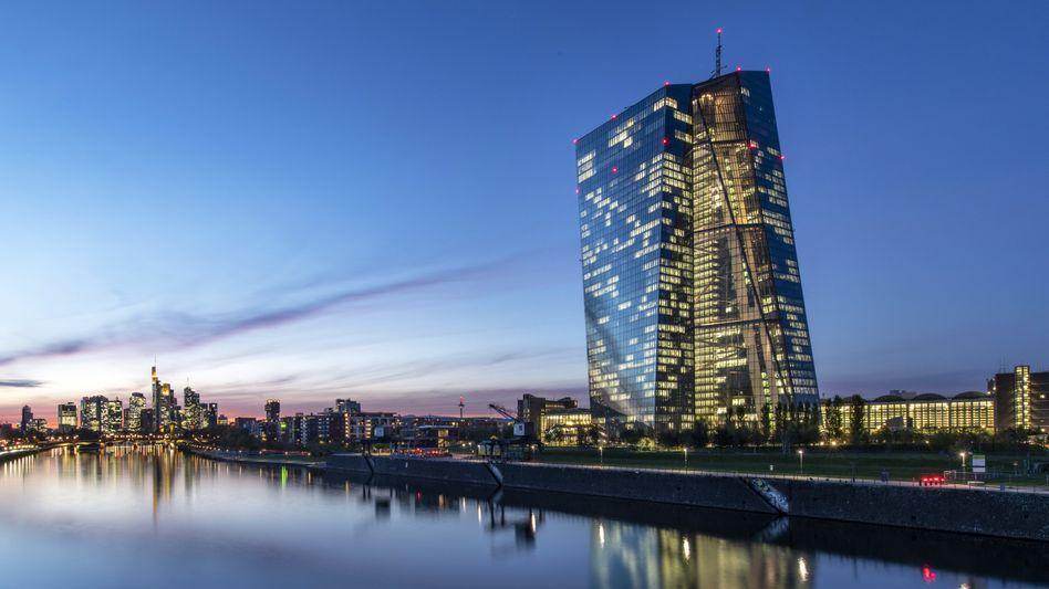 EZB in Frankfurt:Der Leitzins im Euroraum bleibt auf dem Rekordtief von null Prozent