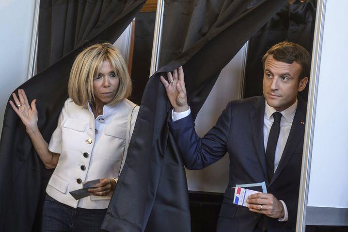 Ehepaar Macron nach der Stimmabgabe