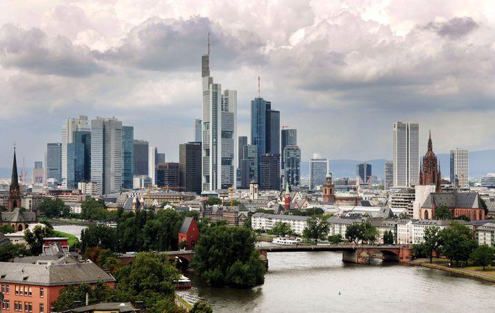 Banken-Skyline in Frankfurt am Main: Spitzelopfer will Aufklärung