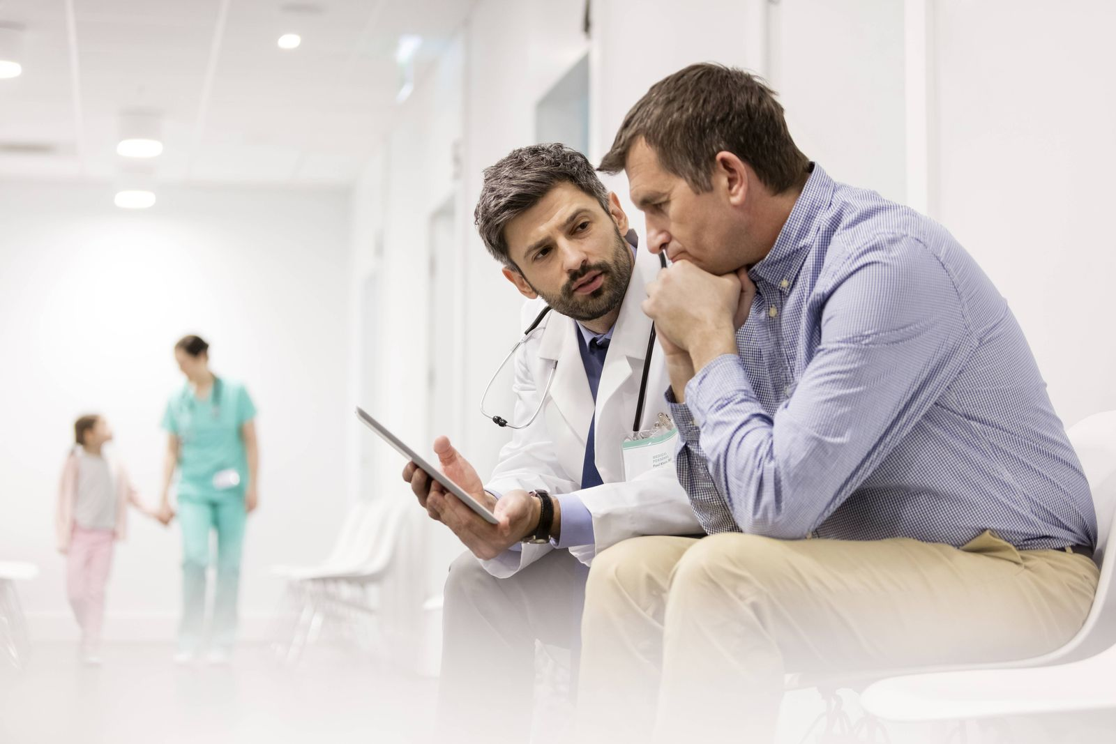 EINMALIGE VERWENDUNG Symbolbild Patient/ Arzt
