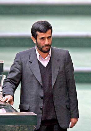 """Mahmud Ahmadinedschad (am vergangenen Sonntag im Parlament in Teheran): """"Der Westen hat eine Legende unter dem Namen 'Massaker an den Juden' erfunden"""""""