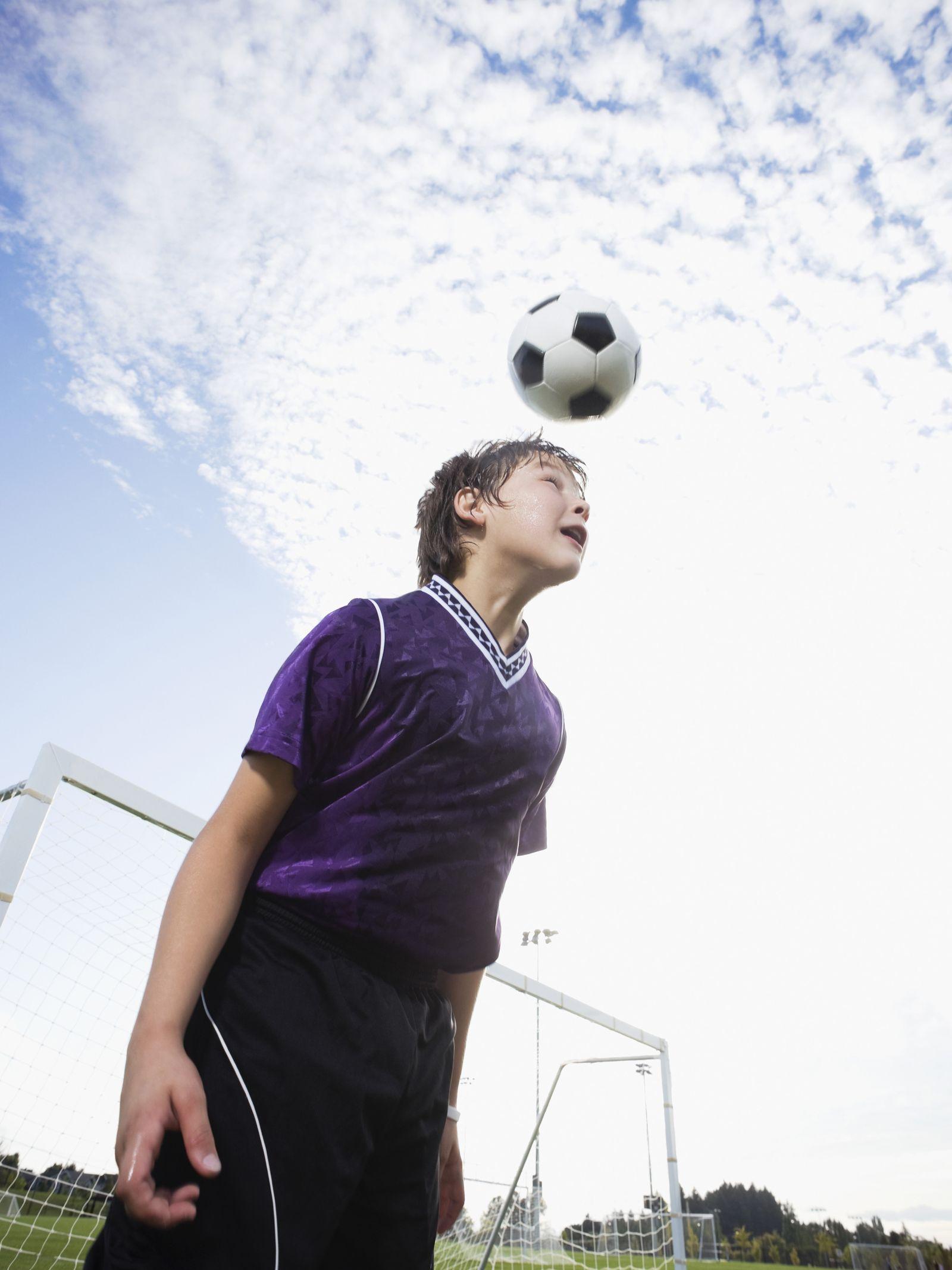NICHT MEHR VERWENDEN! - Fussball/ Kind/ Kopfball