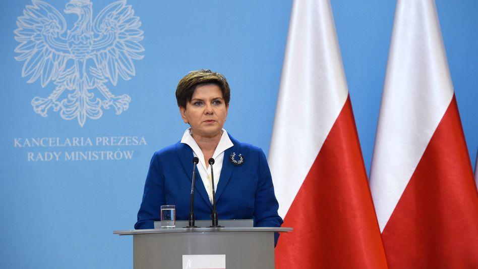 Beata Szydlo bei der Pressekonferenz: Die EU-Fahnen sind weg