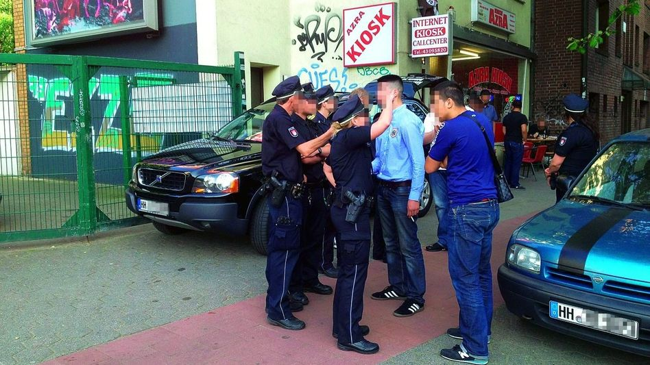 Polizeikontrolle in Hamburg-Altona