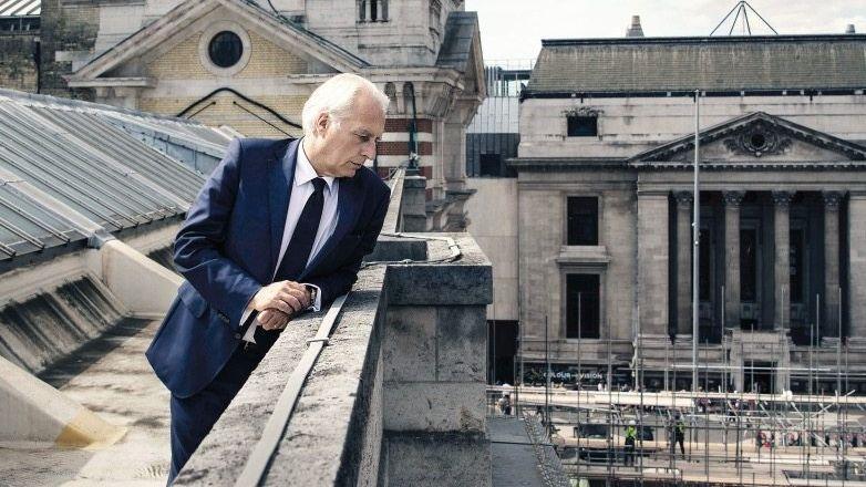 V&A-Direktor Roth auf dem Museumsdach