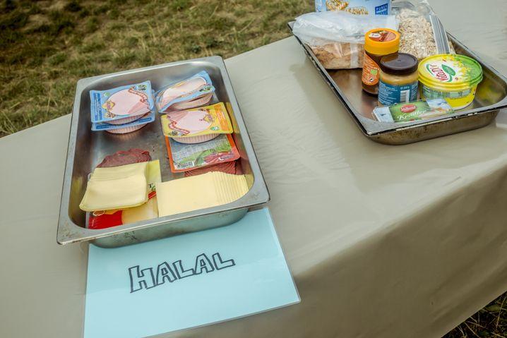 Frühstücksboxen beim Pfadfindertreffen: Das Essen muss natürlich halal sein, also den muslimischen Speiseregeln entsprechen