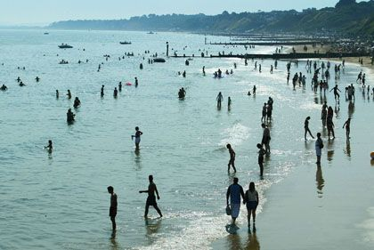 Sonnenbadende in Bournemouth: Der beliebte Ferienort liegt an der Südküste Englands