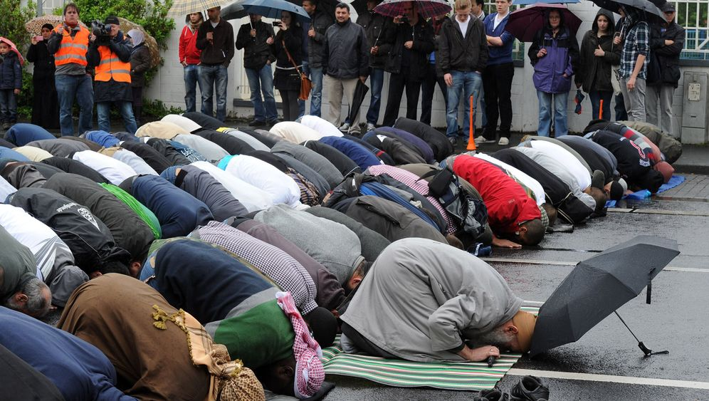 Photo Gallery: A Battle over Muhammad in Bonn