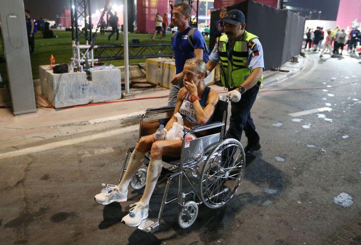 Marathonläuferin Anne-Mari Hyrylainen aus Finnland im Rollstuhl