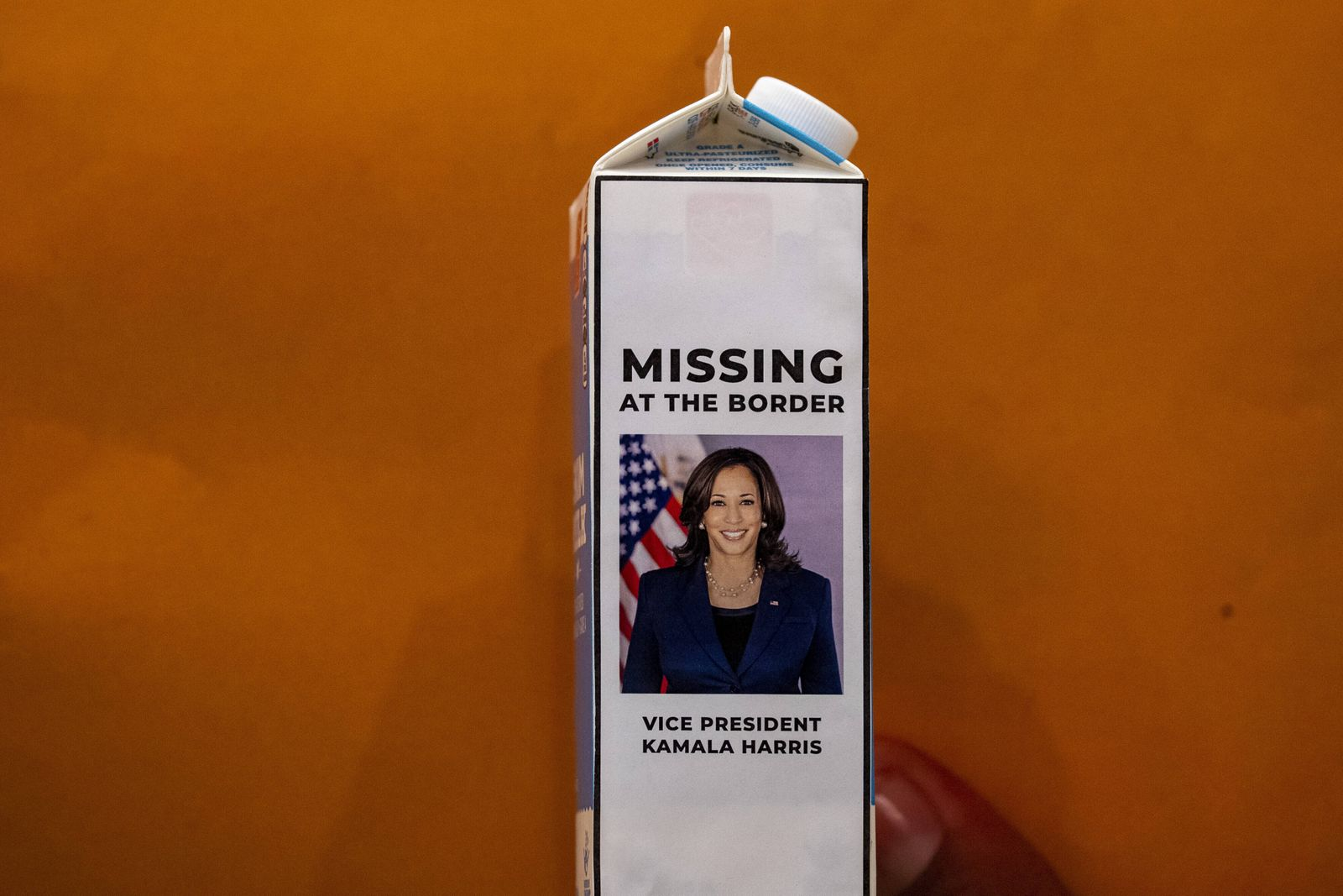 News Bilder des Tages Rep. Steve Scalise (R-LA) shows off a milk carton with Vice President Harris s picture on with wor