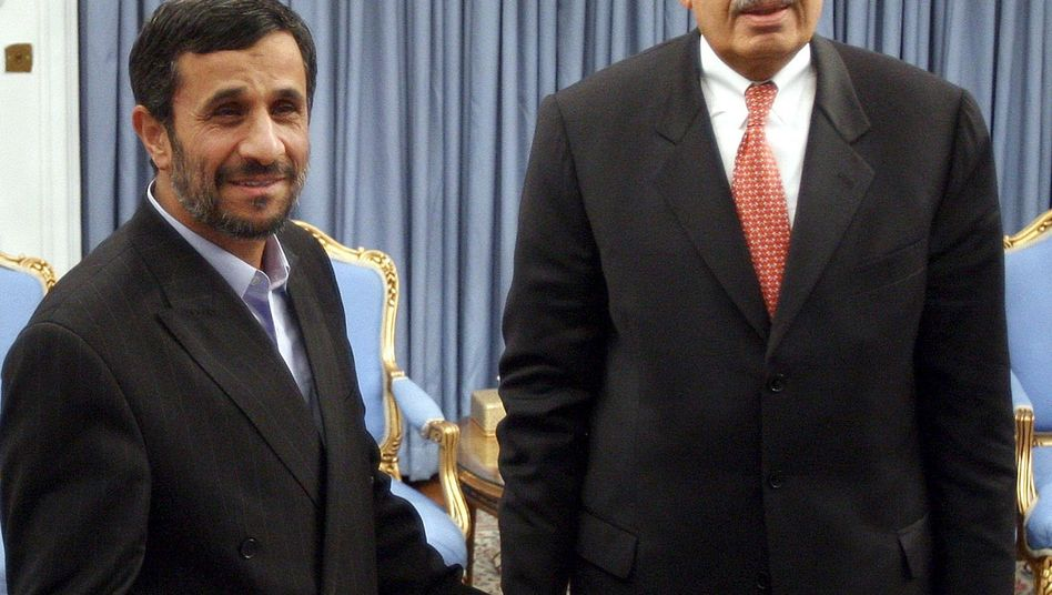 Irans Präsident Ahmadinedschad mit Atombehördenchef El Baradei: Frostiges Verhältnis