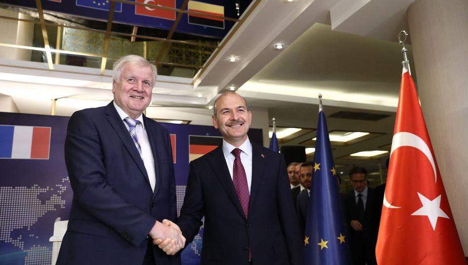 """Horst Seehofer und der türkische Innenminister Suleyman Soylu: """"Ein ganz herzliches Dankeschön"""""""