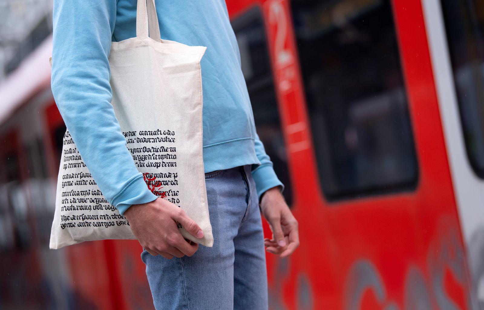 Einkaufstüte von Hugendubel