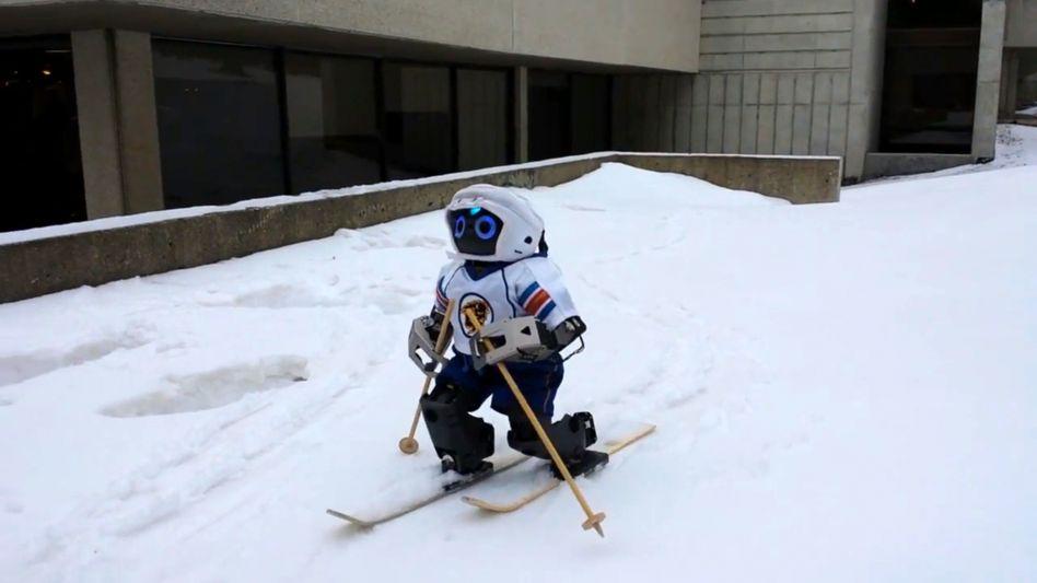 Jennifer im Schnee: Forscher haben dem Gerät bereits die zweite Wintersportart beigebracht