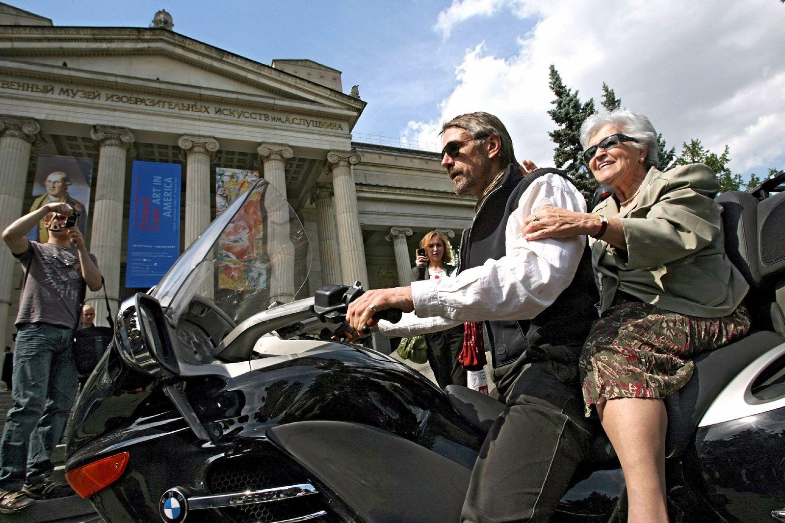 Jeremy Irons zu Ausstellungseröffnung in Moskau