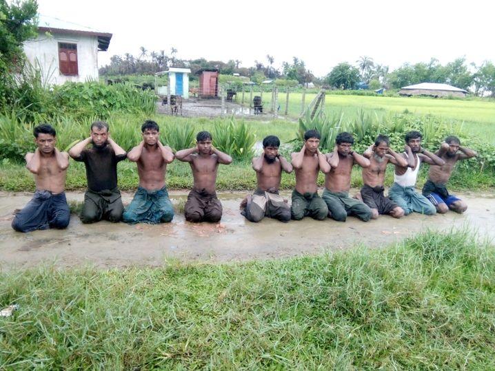 Zehn Rohingya im Dorf Dinn In unter Kontrolle des Militärs