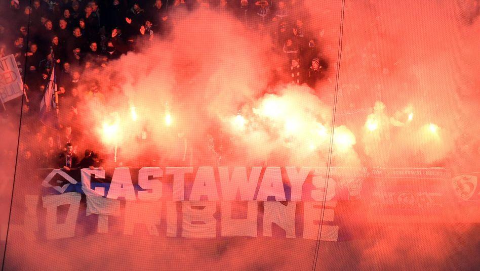 Pyrotechnik von HSV-Fans in Leipzig