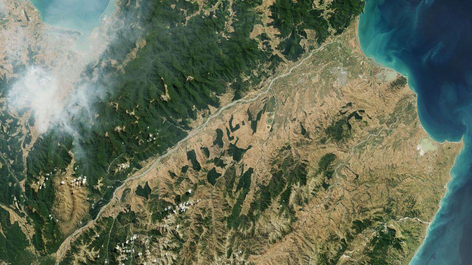 Rauch über der Südinsel von Neuseeland