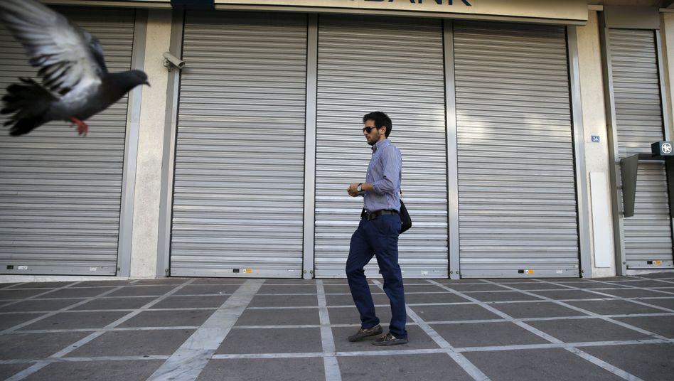 Geschlossene Bank in Athen: Ab Mittwoch ist Griechenland pleite