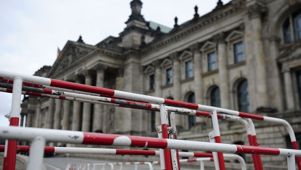 Photo Gallery: Germany Increases Security in Face of Threat