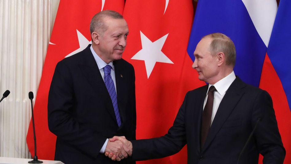 Putin (r.) trifft Erdogan: Obacht, wem man dieser Tage die Hand schüttelt