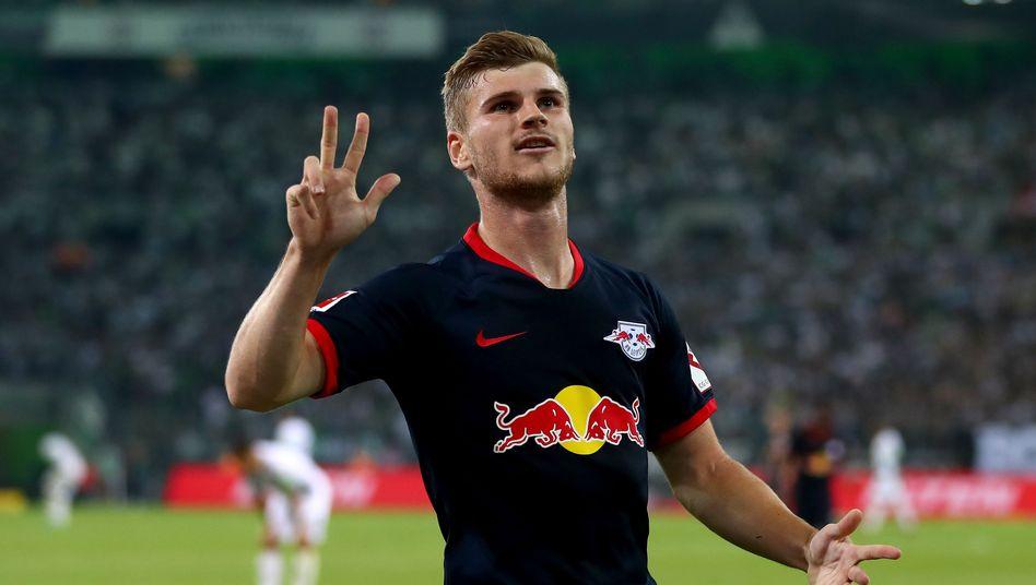RB Leipzigs Stürmer Timo Werner hat mitgezählt - gegen Borussia Mönchengladbach gelangen ihm drei Tore