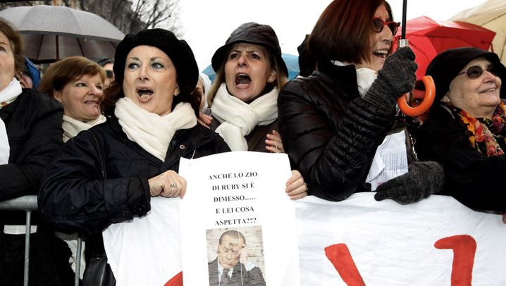"""Anti-Berlusconi-Demo: Auf Stelzen gegen den """"Cavaliere"""""""