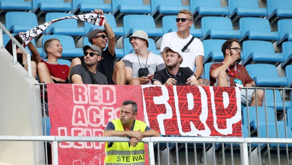 Fans von RB Leipzig beim Auswärtsspiel in Rumänien