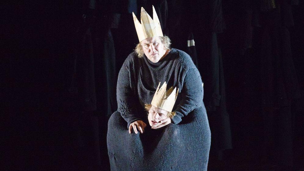 Hamlet-Premiere: Parodistisches Mummenschanz-Ballett