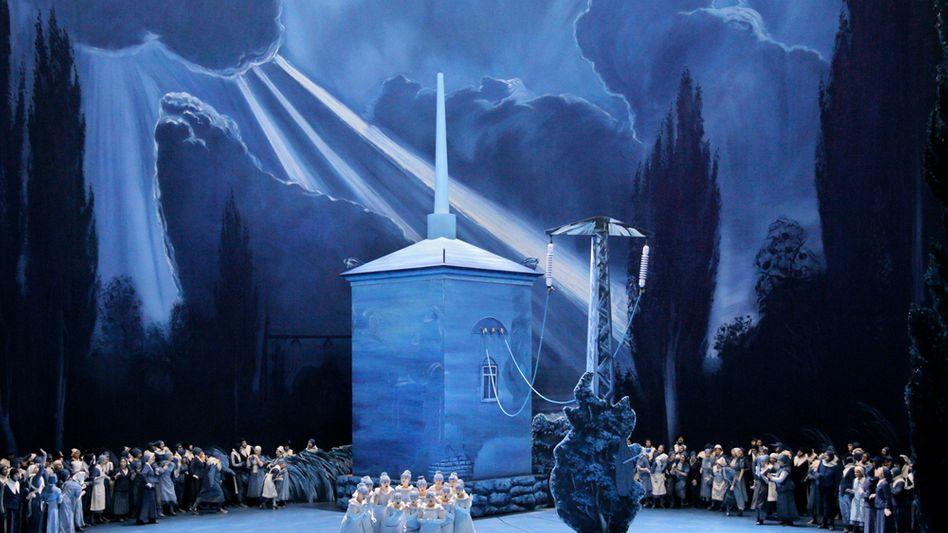 """Das von dem Künstlerpaar Neo Rauch und Rosa Loy gestaltete """"Lohengrin""""-Bühnenbild in Bayreuth"""
