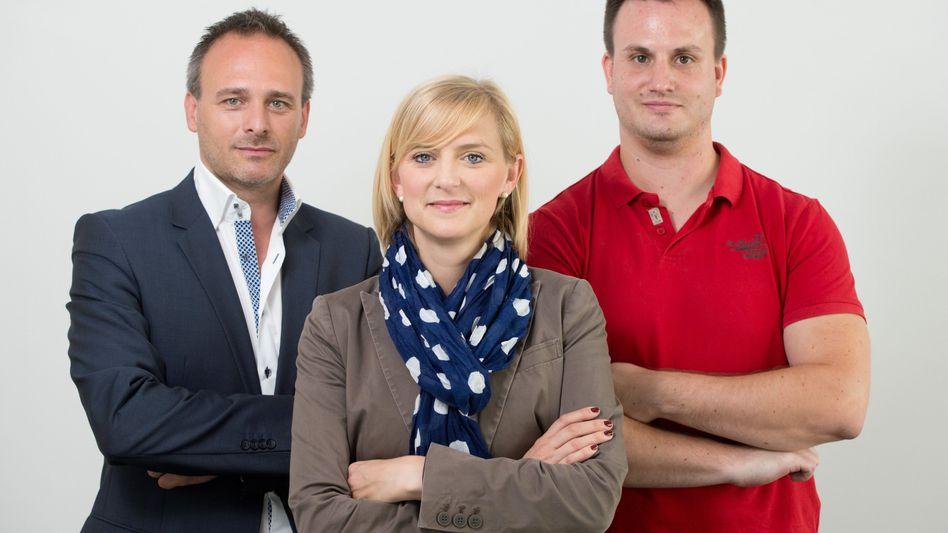 Aufstieg nach Abbruch: Azubi Thomas Müller (r.) mit seinem Chef Lars Wolfram und Personalerin Sonja Johanna Döring