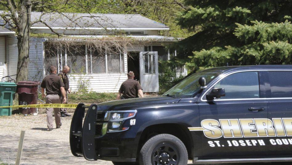 Mordermittlungen gegen ein Kind: Polizisten am Tatort in Michigan