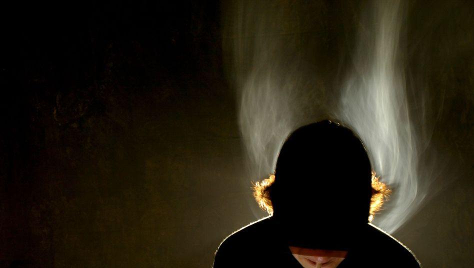 Jugendlicher Raucher: Der Zigarettenkonsum ist rückläufig