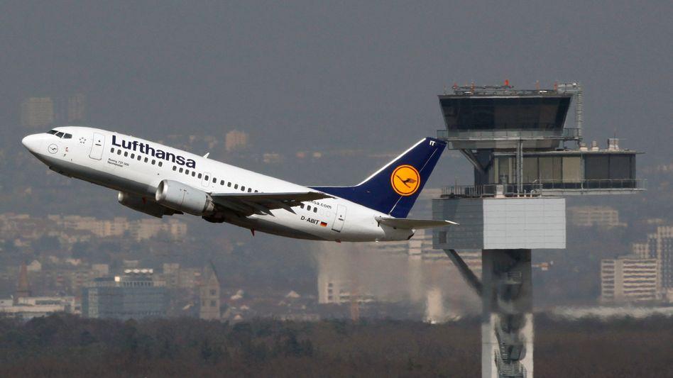 Maschine von Lufthansa: 700 Stellen in Deutschland sollen wegfallen