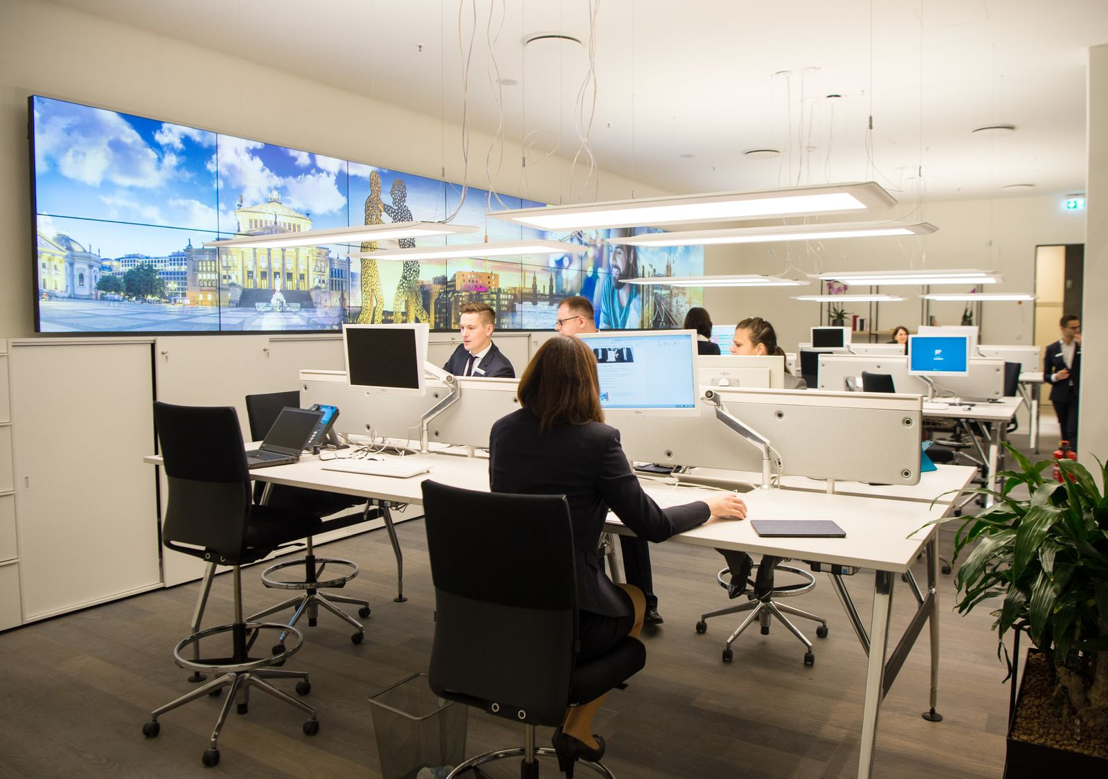 Bank / Büro / Großraum / Mitarbeiter
