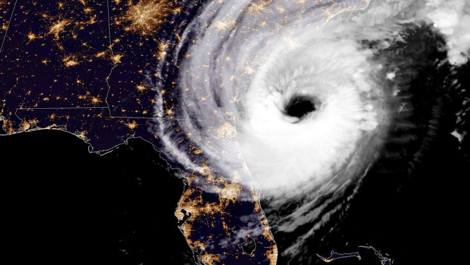 """Nachtansicht von Hurrikan """"Dorian"""" vor der Küste von Savannah"""