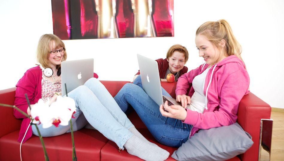 Gesellschaftliche Entwicklung durch Bildung: Mehr Mädchen lernen Programmieren