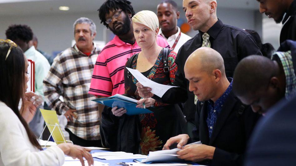 Andrang auf Jobmesse in Los Angeles Anfang März: Entlassungen in den USA einfacher möglich als in Deutschland