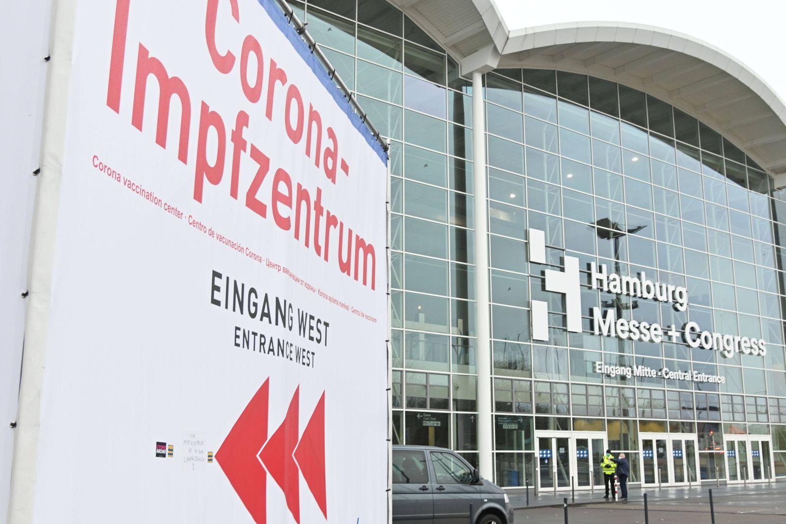 News Themen der Woche KW01 News Bilder des Tages Hamburg der 05.01.2021 Zentrales Impfzentrum in den Messehallen nimmt B