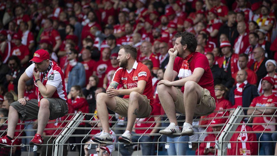 Union-Fans nach dem verpassten direkten Aufstieg in Bochum