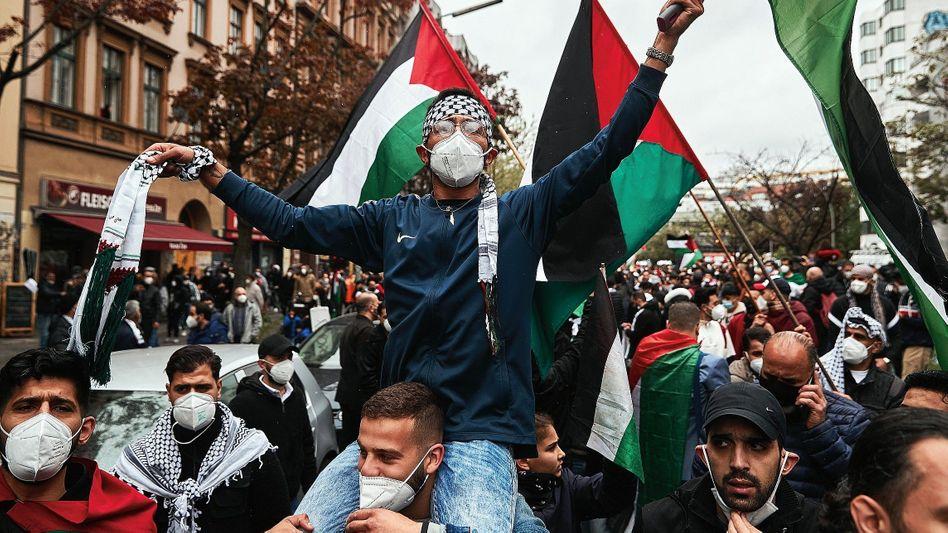 Propalästinensische Demonstration in Berlin: 80 Menschen waren angemeldet, 3500 kamen