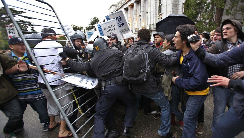 Proteste gegen Sparkurs: Verhaftungen an Elite-Uni Berkeley