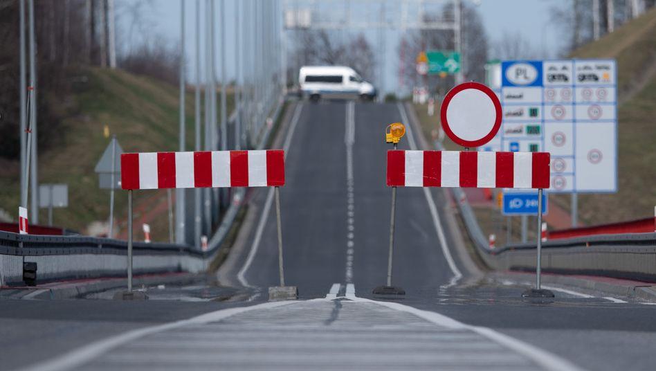 Finden sich bald solche Absperrungen auch innerhalb von Sachsen und nicht nur zur polnischen Grenze wie hier?