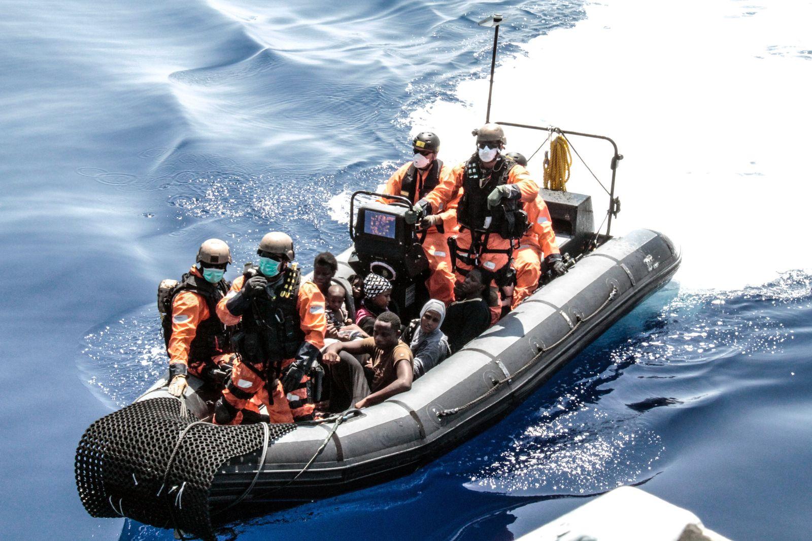 VIDEOTEASER Flüchtlinge im Mittelmeer gerettet