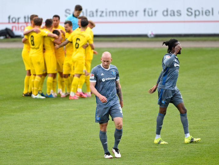 Toni Leistner (vorn) sollte dem HSV Stabilität geben, doch er war auch lange verletzt