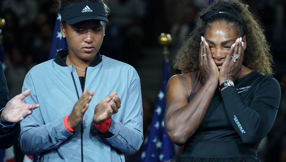 Naomi Osaka (links) und Serena Williams nach dem Finale der US Open 2018