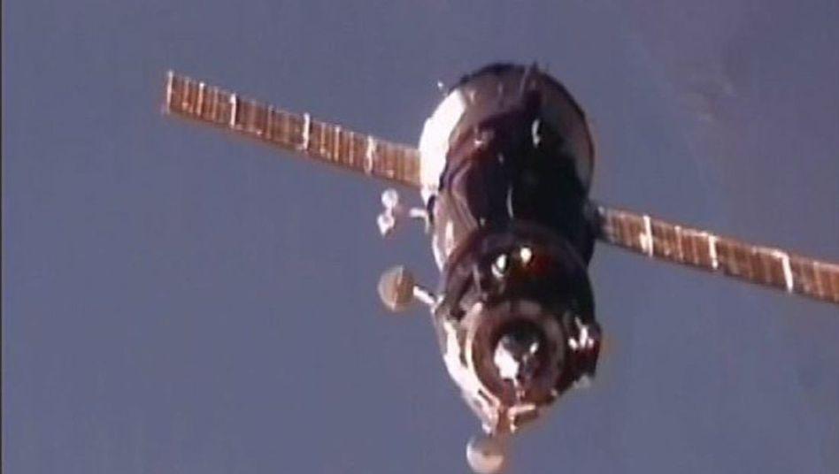 Sojus-Raumschiff im Anflug: ISS-Besatzung ist wieder komplett