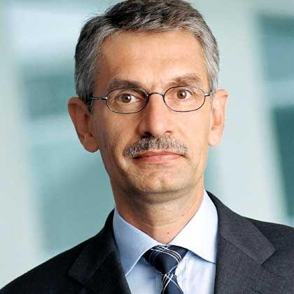 Vorstand Feldmayer: Dubiosen Beratervertrag unterzeichnet?